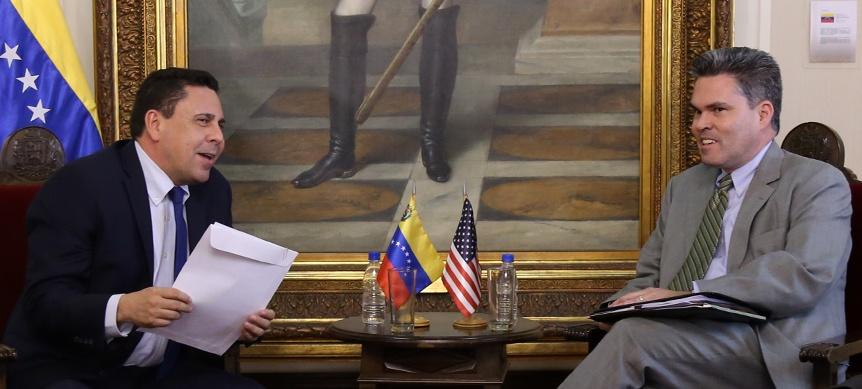 Samuel Moncada entrega de nota de protesta a EEUU