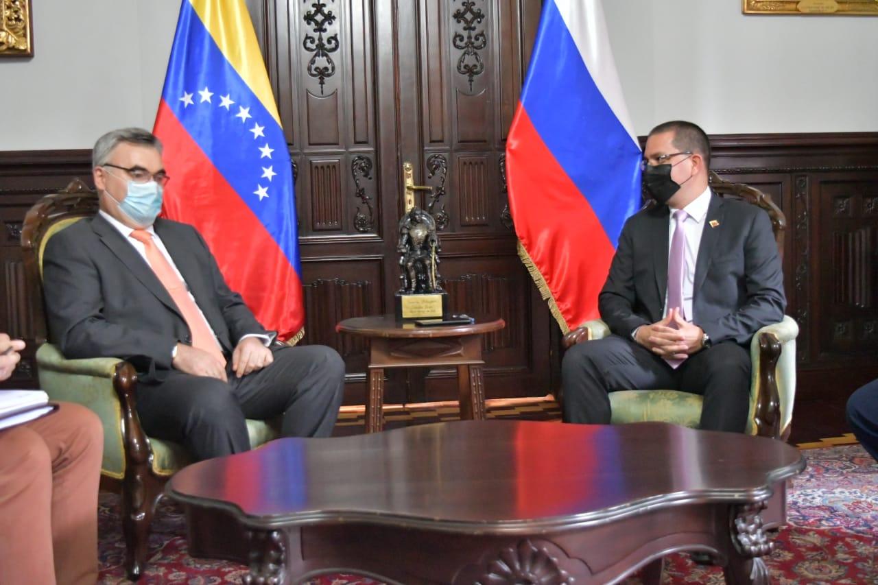 Canciller Arreaza se reúne con el embajador ruso Sergey Mélik-Bagdasárov