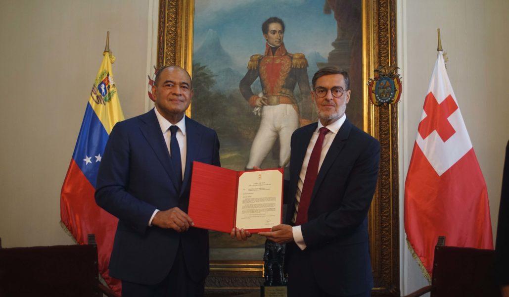 Canciller Plasencia recibe Copias de Estilo del Embajador designado del Reino de Tonga