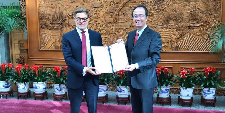 Embajador de Venezuela presenta Copias de Estilo ante la Cancillería china