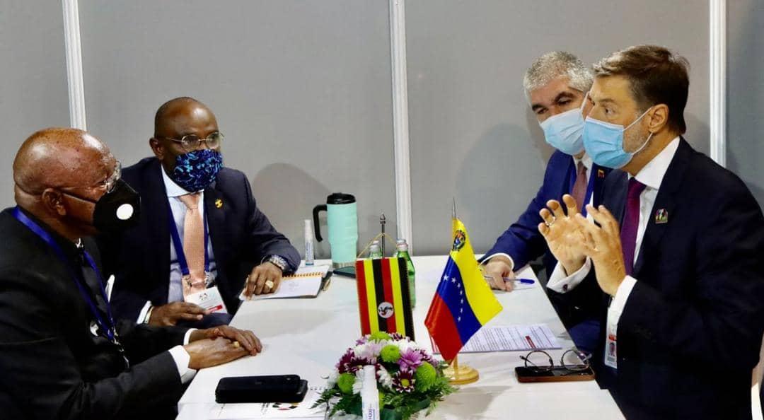 Cancilleres de Venezuela y Uganda abordan cooperación bilateral en el marco de reunión del Mnoal