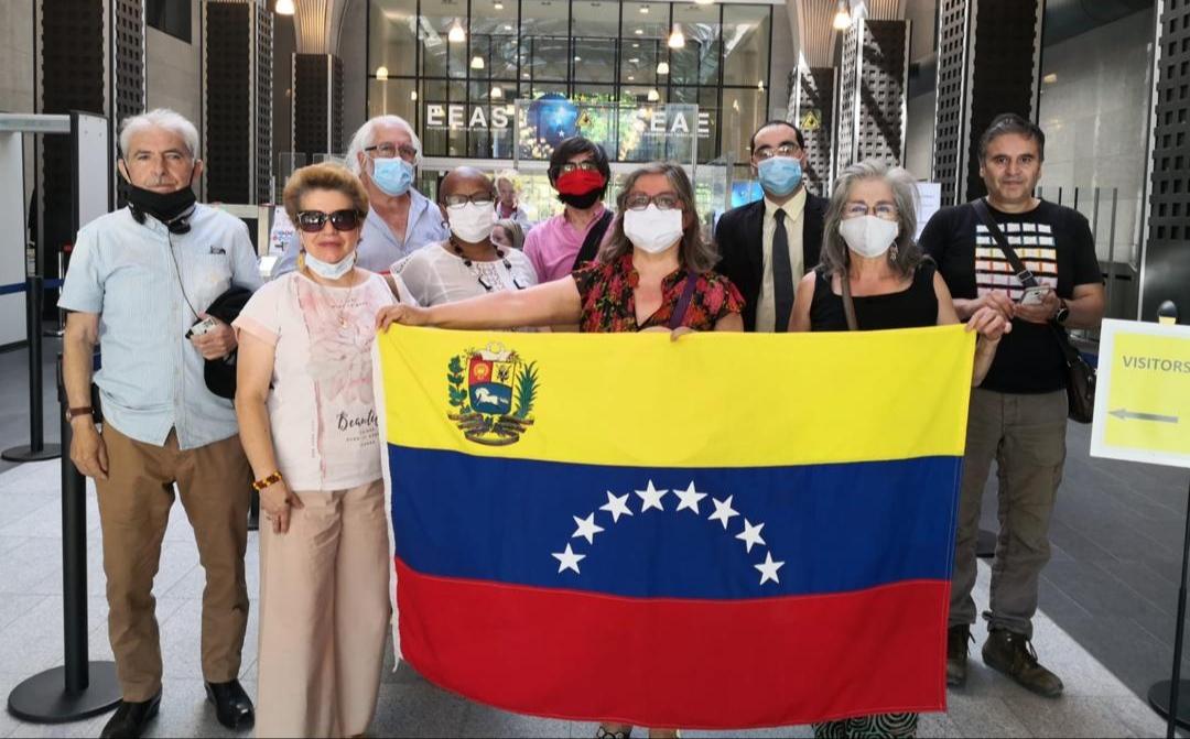 Entregan carta a Alto Representante de la UE con más de 800 firmas exigiendo respeto a Venezuela