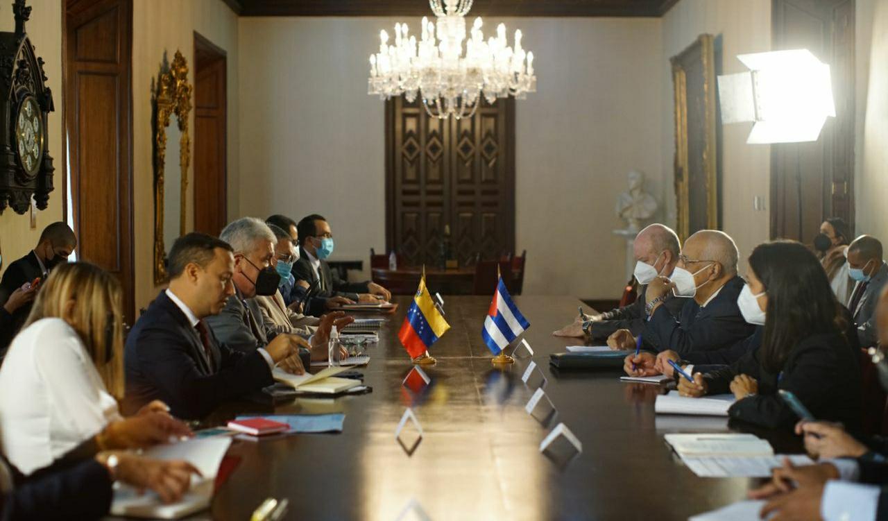 Venezuela y Cuba revisan convenios en materia de agricultura y alimentación