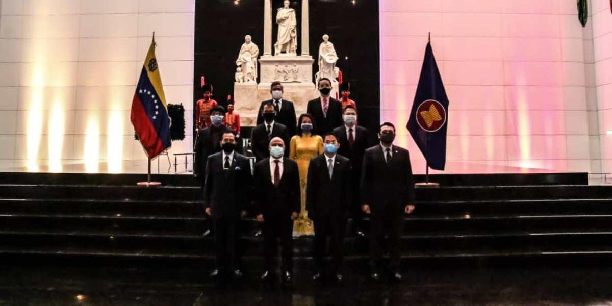 Países asiáticos rinden honores al Libertador Simón Bolívar por el 53° aniversario de la Asean